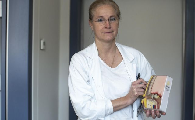Saba Battelino: V kirurgiji se je treba odločati v trenutku in za stalno. Ko enkrat zarežeš, si ne moreš več premisliti. FOTO: Voranc Vogel