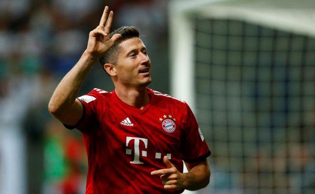 Tudi usoda Roberta Lewandowskega ni povsem jasna, na Bavarskem mu zamerijo, da na največjih tekmah nikoli ne blesti. FOTO: Reuters