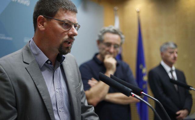 Branimir Štrukelj se je z vladnimi predstavniki dogovoril za višje učiteljske plače, a bo podporo zanj preveril še med članstvom. Kako se bodo odločili Počivavškovi sindikati, še ni jasno. FOTO: Leon Vidic/Delo