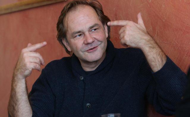 Režiser, igralec in glasbenik Jure Ivanušič je postavil na oder komedijo. Foto Tomi Lombar