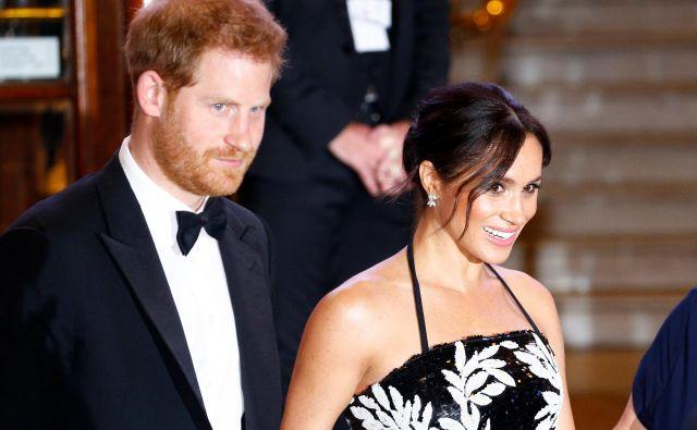 Princ Harry in Meghan razmišljata o selitvi izven zidov Kensingtonske palače. Foto: Henry Nicholls/Reuters