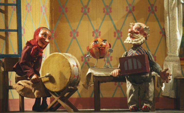 Imela sva boben in lajno in žoga je z nama bila...