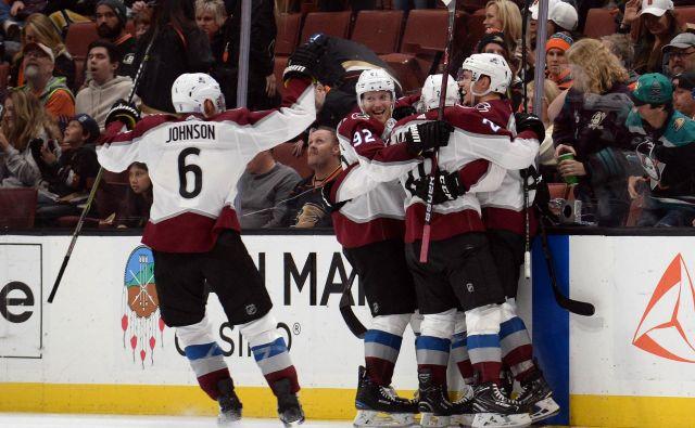 Hokejisti moštva Colorado Avalanche (na fotografiji) so brez večjih težav odpravili tudi igralce kluba Los Angeles Kings. FOTO: Reuters