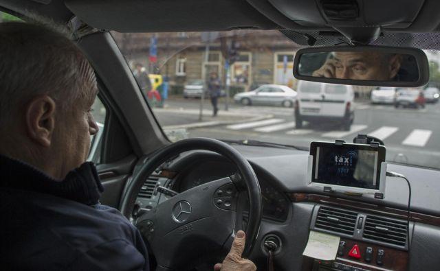 John Marstov, »Papa John«, pri 85 letih še vedno aktiven kot voznik Uberja. Fotografija je simbolična. FOTO: Voranc Vogel/Delo