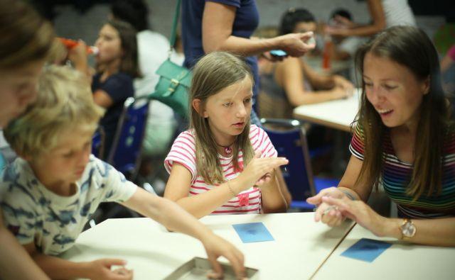 Otroke je treba spodbuditi, da razmišljajo, kaj bi v življenju radi počeli. FOTO Jure Eržen/Delo