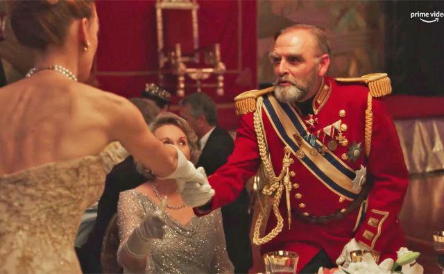 Ponovno uprizarjanje družine Romanov v seriji <em>The Romanoffs.</em><br /> Fotografiji Promocijsko gradivo