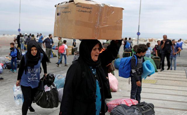 Begunci ostajajo ujeti na Lezbosu, daleč od krajev, kamor so se namenili. Foto Reuters