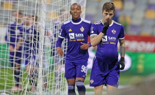 Luka Zahović je svoj gol proslavil z razkritjem, da bo kmalu postal očka. FOTO: Tadej Regent/Delo