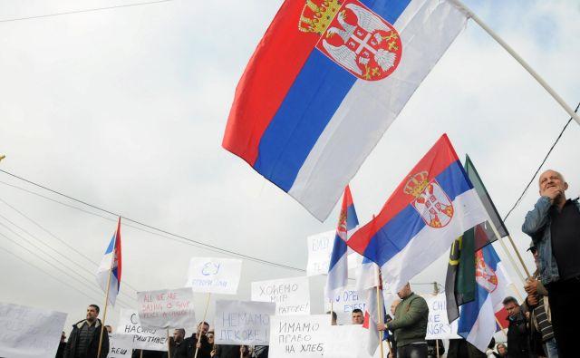 Ker se Beograd in Priština medsebojno obtožujeta, da nista izpolnila že doseženih dogovorov v okviru bruseljskega dialoga, bi bil korak naprej, če bi Bruselj objavil seznam (ne)izpolnjenih dogovorov. FOTO: Laura Hasani/Reuters