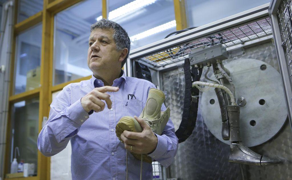Testiramo izdelke za švicarsko in angleško vojsko pa tudi vse čevlje podjetja Geox