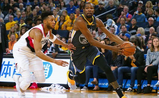 Kevin Durant je igral odlično, tudi po njegovih reakcijah pa je bilo jasno, kako zelo si je Golden State želel te zmage. FOTO: Reuters
