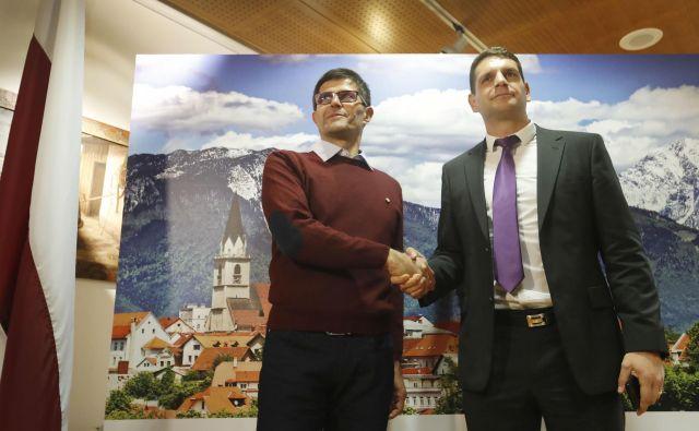 Zoran Stevanović in Matjaž Rakovec, ki se potegujeta za mesto kranjskega župana. Vsi kandidati so se strinjali, da je bila predvolilna kampanja poštena. FOTO: Leon Vidic/Delo