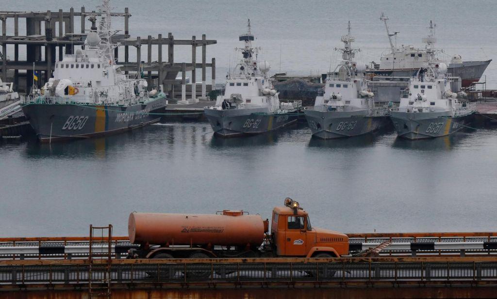 FOTO:Porošenko razglasil vojno stanje v Ukrajini do 25. januarja