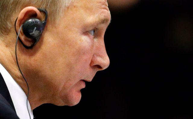 Putin si želi posredovanje Berlina. Kijev naj bi odvrnil od nadaljnjih nevarnih potez. FOTO: Edgar Su/Reuters