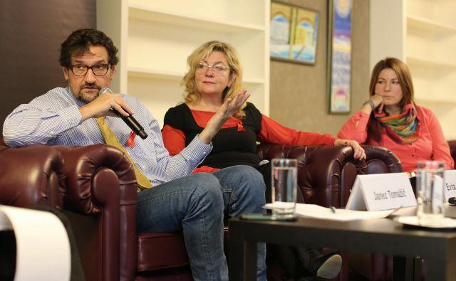 Janez Tomažič, Evita Leskovšek in Tanja Povšič o tem, da hiv in aids nista več isti bolezni, kot sta bili pred 20 leti. FOTO Tomi Lombar