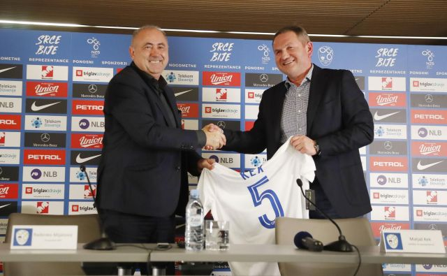 Predsednik zveze Mijatović je s Kekom sklenil pogodbo za dva kvalifikacijska cikla. Slovensko reprezentanco bo vodil do leta 2022.FOTO: Leon Vidic/Delo