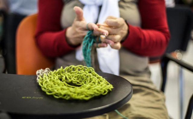 Razkrite roke so letos nadgradili tudi s poslovnimi uspehi, spletno trgovino, v kateri je mogoče kupiti ročno pletene in kvačkane izdelke. FOTO: Človekoljubno dobrodelno društvo Up