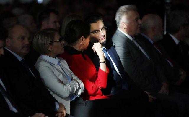 Turbulenca še ne pomeni padca letala, komentira razmere v koaliciji predsednik vlade Marjan Šarec, zato verjame, da bodo šli naprej, tudi z Alenko Bratušek. Za upokojence pa se po njegovem zavzema vsa vlada skupaj in ne posamične stranke.<br /> Foto Leon Vidic
