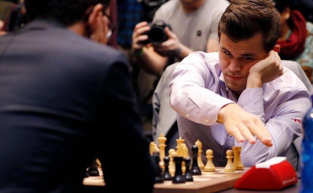 Carlsen in Caruana se merita za naslov prvaka. FOTO: AFP