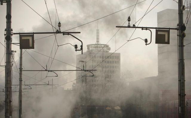 Hladen tuš za Telekom je bilo sredino obvestilo ministra za javno upravo Rudija Medveda, da mu je odpeljal vlak večmilijonskega posla z državo. FOTO: Jure Eržen/Delo