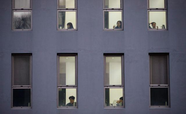 Kaj boste storili, če zaradi bolezni ne boste sposobni nadaljevati svoje delo? FOTO: Reuters