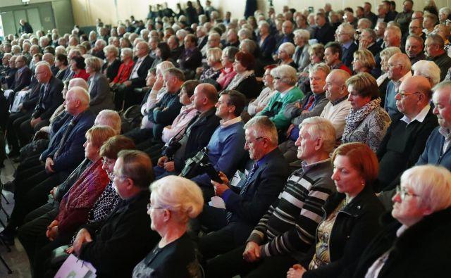 Slavnostna prireditev Zdusa, ki se je je udeležilo več sto članov in predsednikov društev upokojencev. Foto Leon Vidic