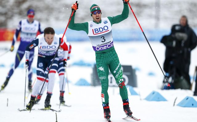 Italijanski smučarski tekač Federico Pellegrino se je takole veselil zmage v Lillehammerju. FOTO: AP