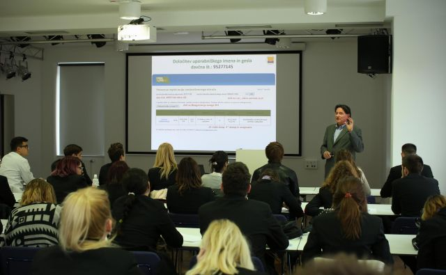 Z razpisom pripomorejo k izboljšanju strokovnih kompetenc učiteljev. FOTO Jure Eržen/Delo