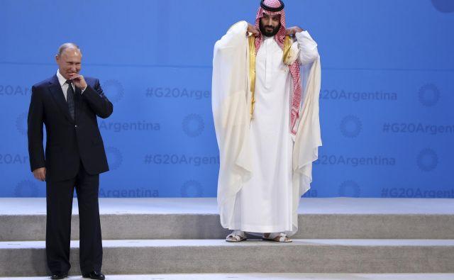 Med zadnjimi je največ pozornosti nedvomno pritegnilo dolgo napovedovano ponovno srečanje med Trumpom in Putinom, ki je pozornost vzbudilo tudi zato, ker je Putin objel savdskega prestolonaslednika princa Mohameda bin Salmana. FOTO: Ricardo Mazalan/AP