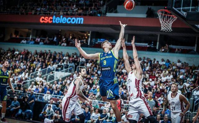 Blaž Mesiček se je v Rigi pogumno spopadel z Latvijci, kako v Stožicah? FOTO: FIBA