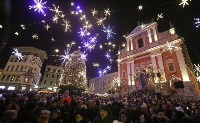 V Ljubljani prižgejo osvetljavo tradicionalno v petek pred prvim adventnim vikendom. FOTO: Leon Vidic/Delo