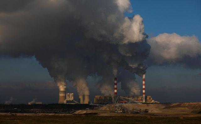 Največja evropska termoelektrarna Belčatov stoji 100 kilometrov severno od Katovic, kjer se bodo v prihodnjih dveh tednih na podnebni konferenci ZN odločali o prihodnosti planeta. FOTO: Reuters