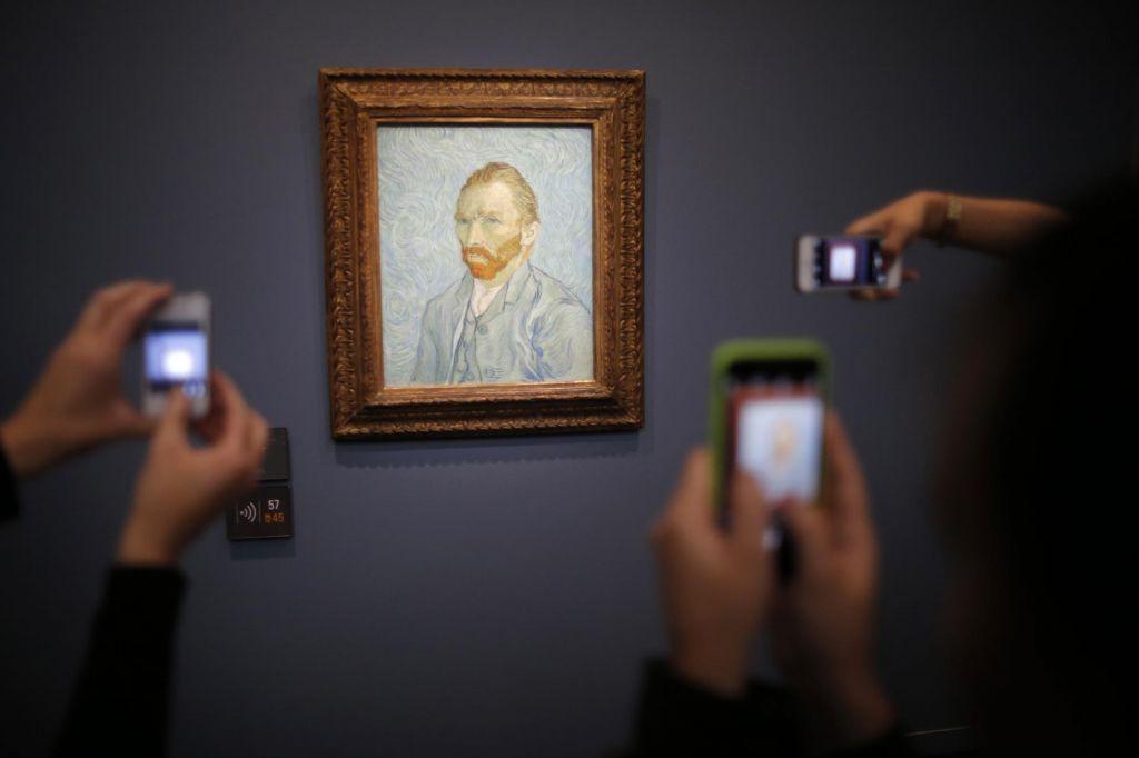 Z odkritjem revnejši za iluzijo in bogatejši za Theov portret