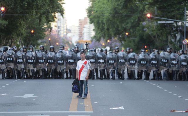 Dogodki z minule sobote so v svet poslali slabo podobo argentinskega nogometa. FOTO: Reuters