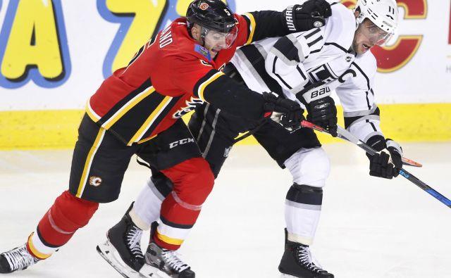 Anže Kopitar je enkrat sprožil proti vratom Calgaryja. FOTO: AP