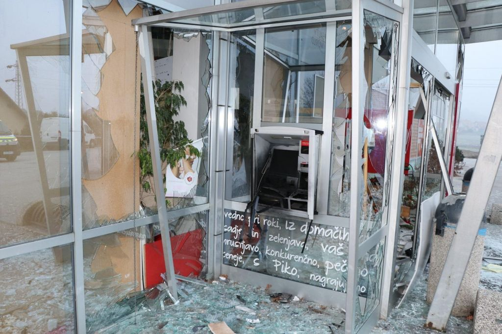 Razstrelili bankomat in ukradli kaseto z denarjem