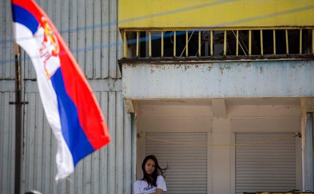 V Kosovski Mitrovici je bil danes tudi protestni sprehod žena proti diskriminatornim carinam, ki jih je uvedla Priština. FOTO: Vladimir Zivojinović/AFP