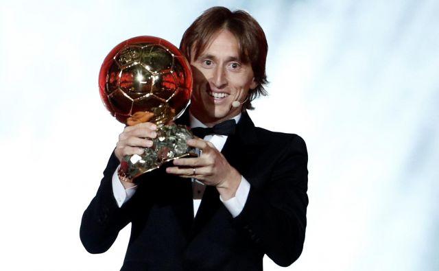 Luka Modrić je prvi nogometaš z območja nekdanje Jugoslavije, dobitnik zlate žoge. FOTO: Benoit Tessier/Reuters