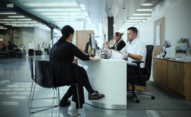 Stranke od bank poleg hitrih in digitaliziranih storitev pričakujejo tudi kompleksnost svetovanja pri njihovih ključnih finančnih odločitvah. FOTO: Uroš Hočevar/Delo