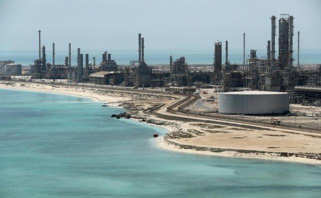 <strong>30</strong>odstotkov nižja je danes cena nafte kot pred tremi meseci. Foto: Ahmed Jadallah/Reuters