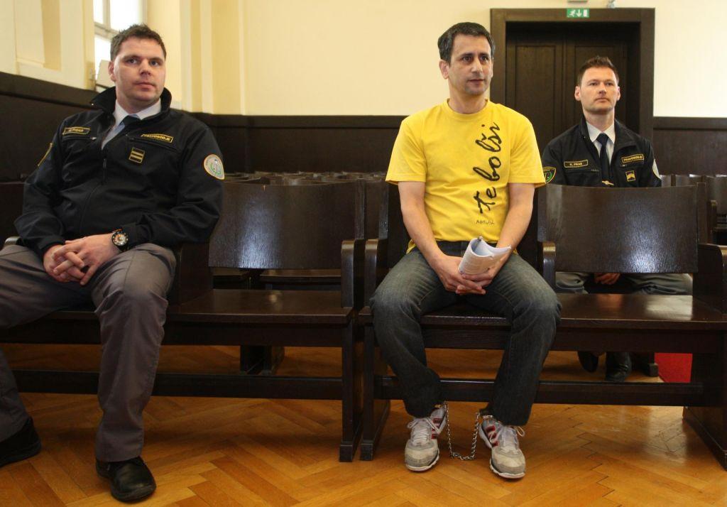 Ker ni plačal denarne kazni, bo moral še v zapor