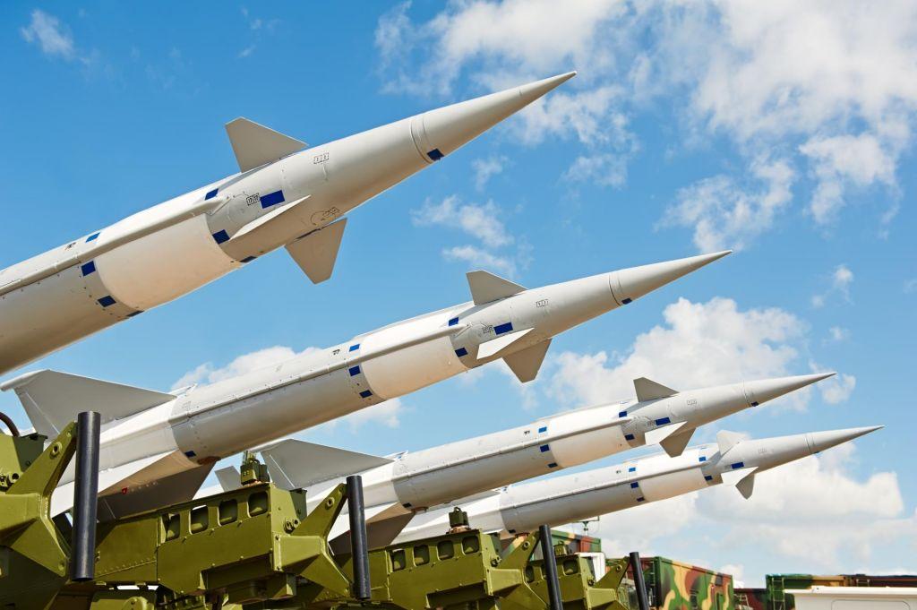 Nova raketna kriza? Nato skrbi rusko razkazovanje jedrskih mišic