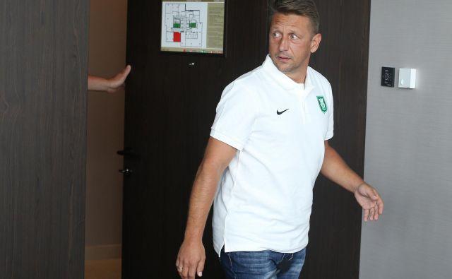 Zoran Barišić očitno že danes zapušča zmajevo gnezdo. FOTO: Tomi Lombar/Delo