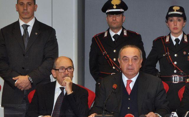 Federico Cafiero De Raho in Francesco Lo Voi na tiskovni konferenci predstavljata podrobnosti aretacije. FOTO: Alessandro Fucarini/Afp