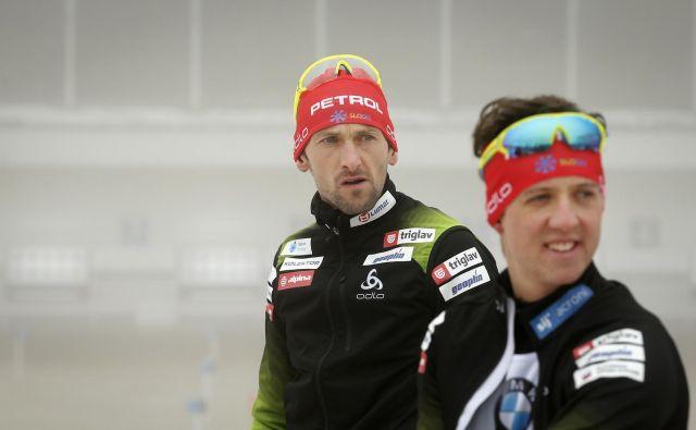 Jakov Fak (levo), Miha Dovžan in drugi biatlonci bodo na 20 km štartali jutri ob 10.15. FOTO: Matej Družnik/Delo
