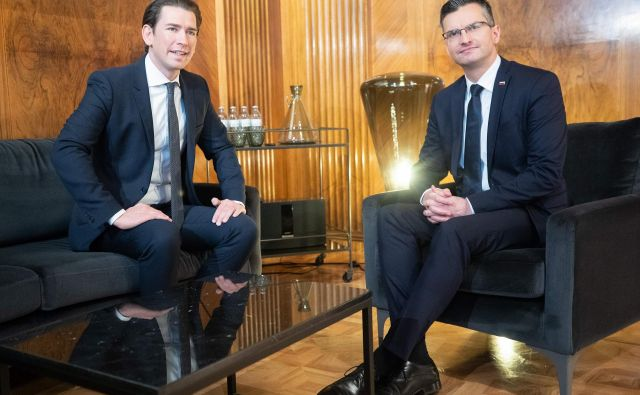 Avstrijski kancler Sebastian Kurz in slovenski premier Marjan Šarec sta se posvetila predvsem evropskim temam in poudarila dobre odnose med državama na gospodarskem področju. Foto: AFP