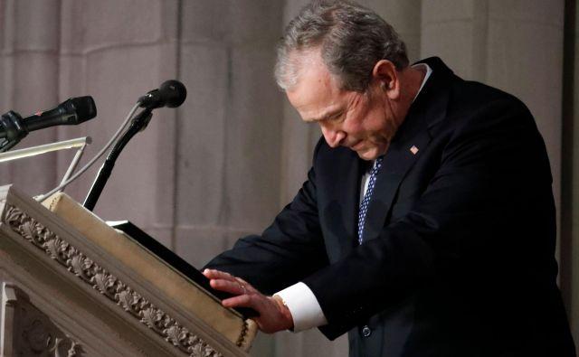 George Bush ml. se je proti koncu nagovora zjokal. FOTO: Alex Brandon/Afp