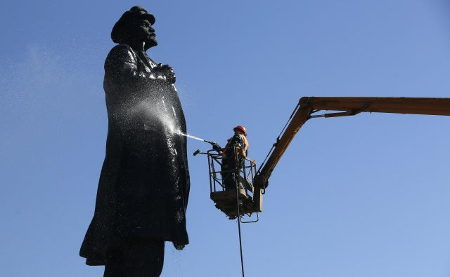 Lenin med čiščenjem FOTO: Reuters