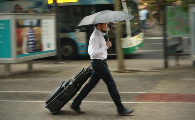 Tveganje je kot poletni dež. Pričakujemo nevihto, a večkrat samo rosi. Raznovrstnim tveganjem se že sami vsak dan želimo izogniti, podjetja pa še bolj. FOTO: Jure Eržen/Delo