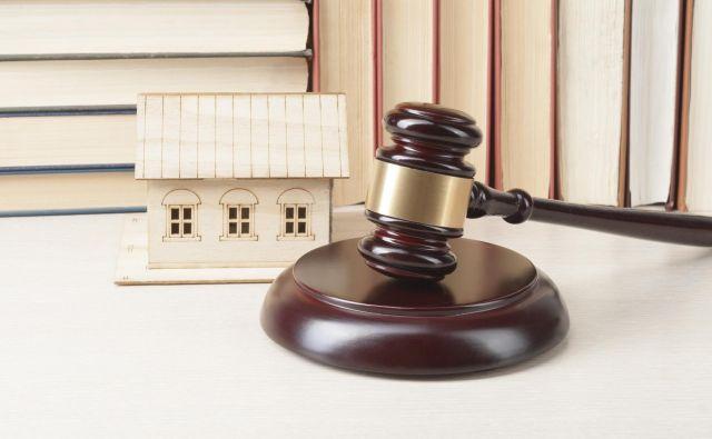 Glede na statistiko izdanih odločb inšpektorata je največ nelegalnih objektov. Foto: Shutterstock